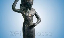 Statuette égyptienne de l'antiquité représentant Onouris exposée au musée du Louvre à Paris