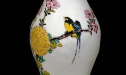 Un antique vase familial chinois du 18e siècle au musée Guimet à Paris