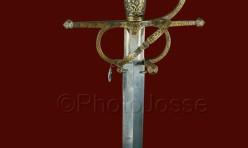 Une rapière espagnole en fer damasquiné exposée au musée de l'armée à Paris