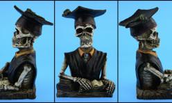 Figurine de squelette d'étudiant: vue de face et de côtés. Prise de vue réalisée à la demande d'un fabricant.