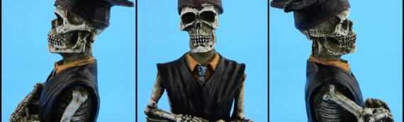 Packshot – Figurine de squelette d'étudiant: vue de face et de côtés